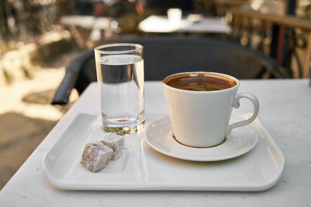 Единственный утренний напиток, который улучшит здоровье кишечника