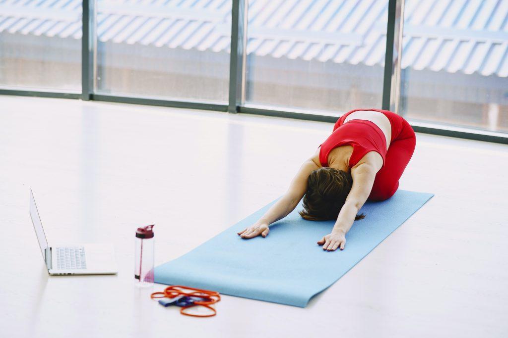 Как предотвратить боль в пояснице: 3 упражнения, одобренные тренером