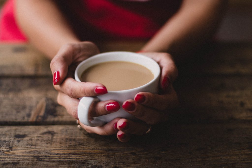 Продукты и напитки, которых следует избегать при синдроме беспокойных ног