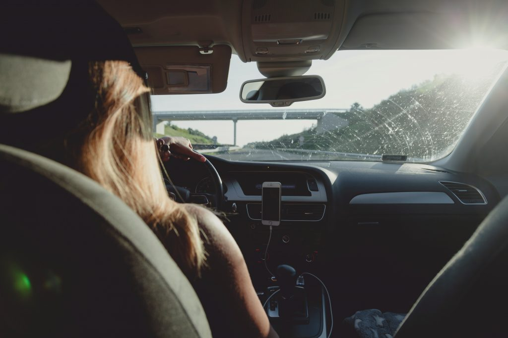 Привычка во время вождения, которая является ранним признаком слабоумия