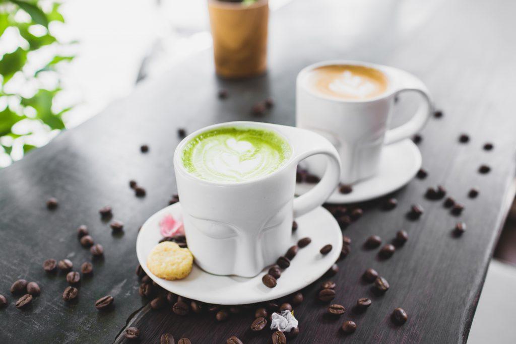 Здоровая альтернатива: 4 напитка, которые избавят от кофейной зависимости