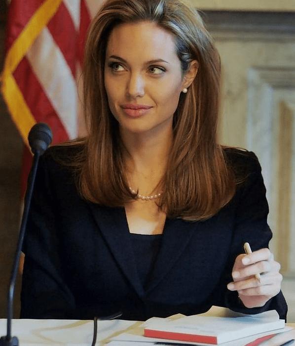 Все серьезно? Анджелина Джоли познакомила сына с экс-мужем
