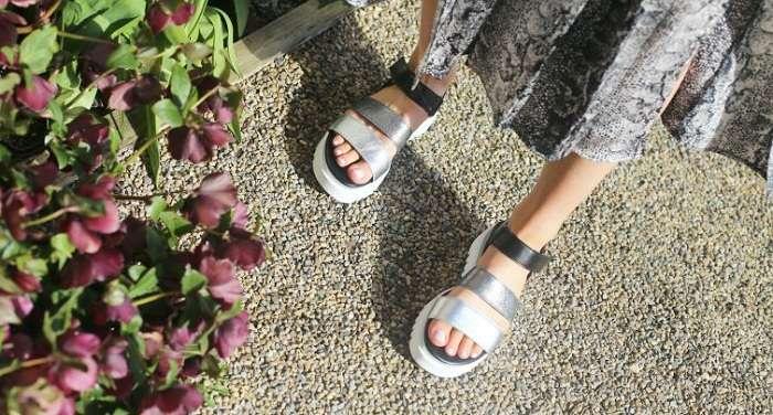 Лето — время для удобных босоножек