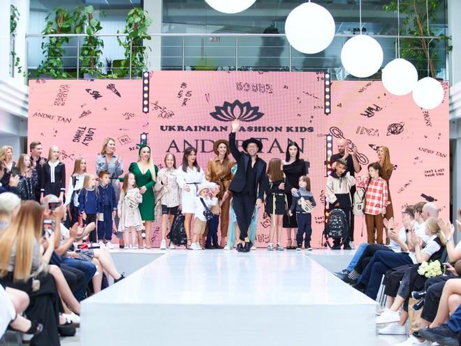 Андре Тан пригласил звезд с детьми стать моделями его нового шоу