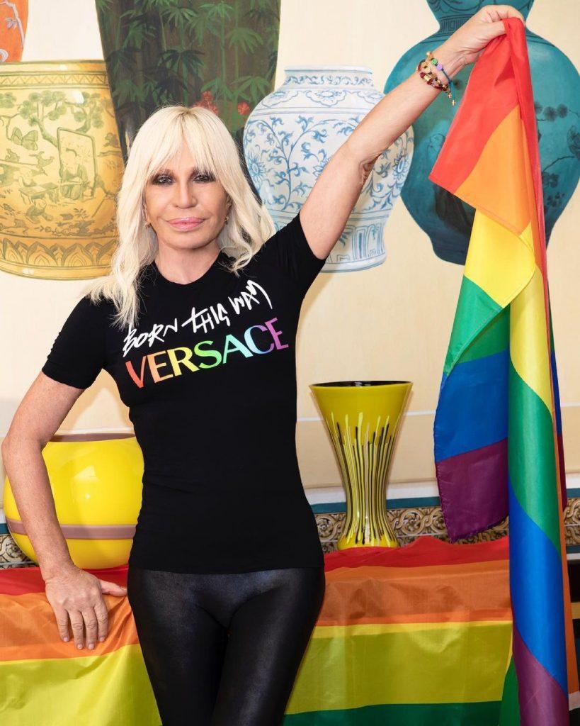 Радуга и альбом Леди Гаги: что показали Versace в летней капсуле