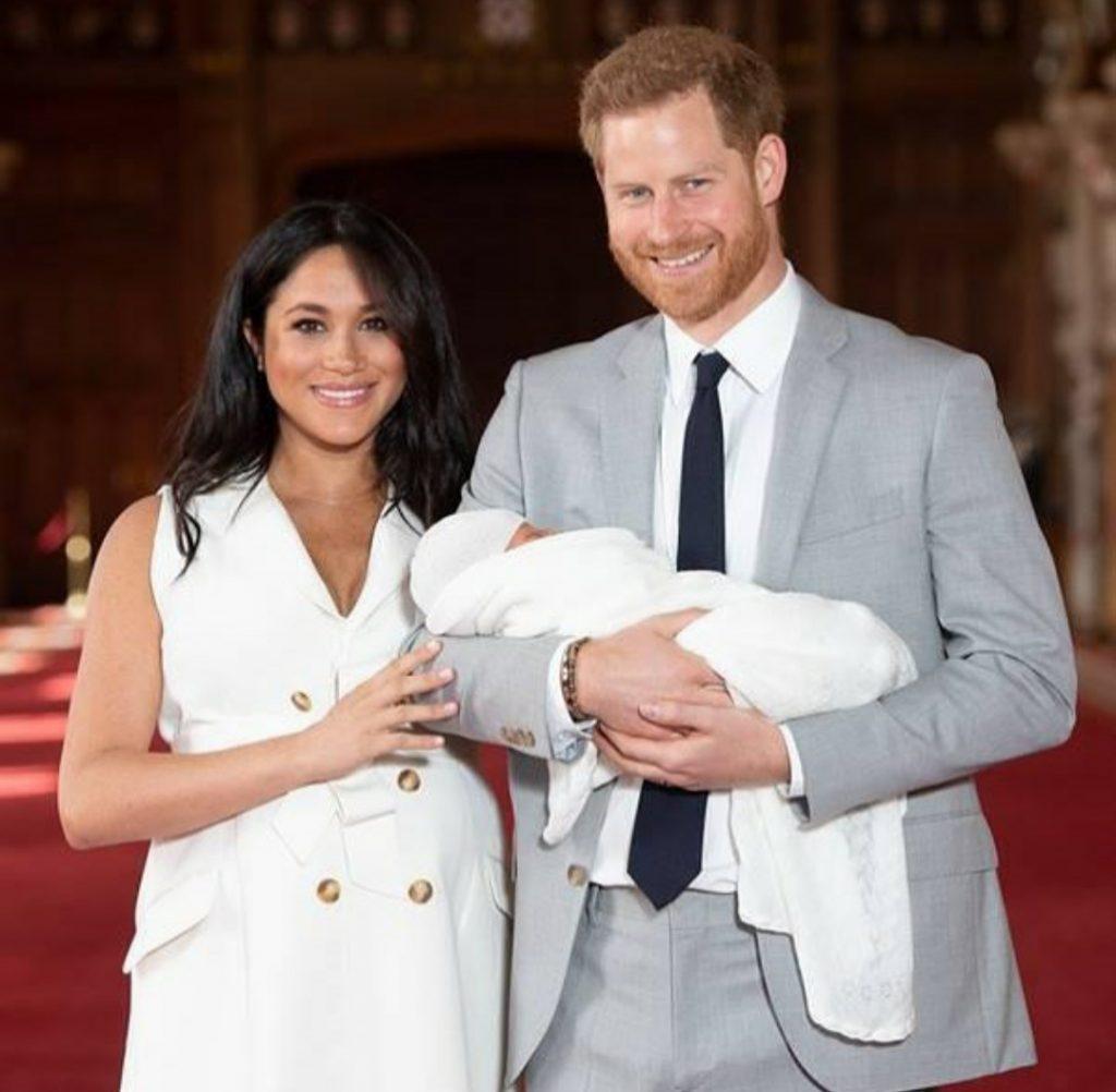 Принц Гарри и Меган Маркл просили благословения у королевы Великобритании назвать дочь в ее честь