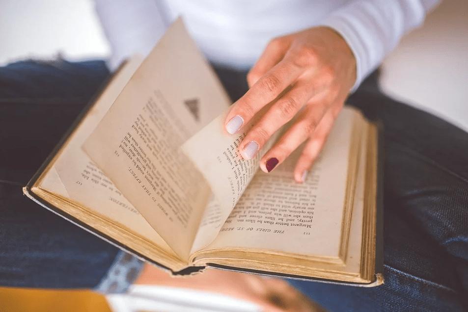 3 профессии для тех, кто обожает литературу