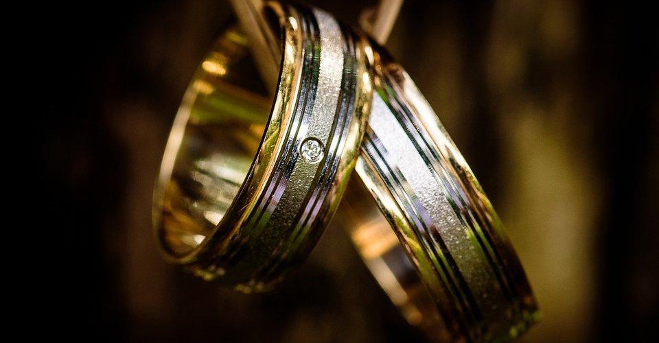 Как выбрать обручальное кольцо: советы молодоженам