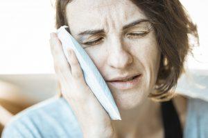 Холод, тепло или грелка: что лучше использовать от боли?