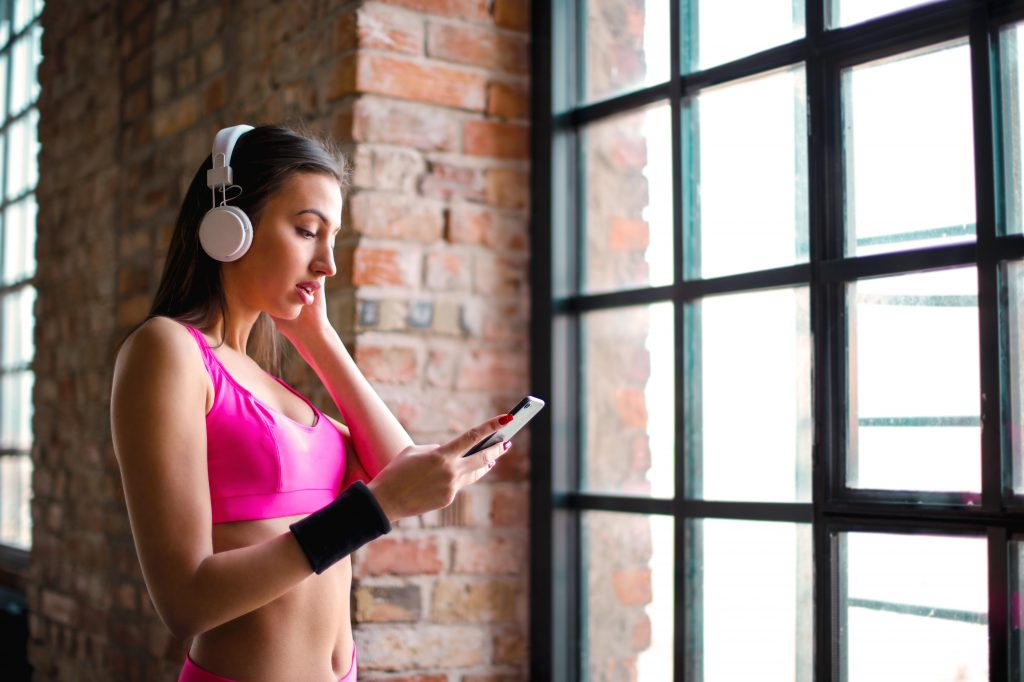 Как прослушивание музыки может подвергнуть вас риску деменции