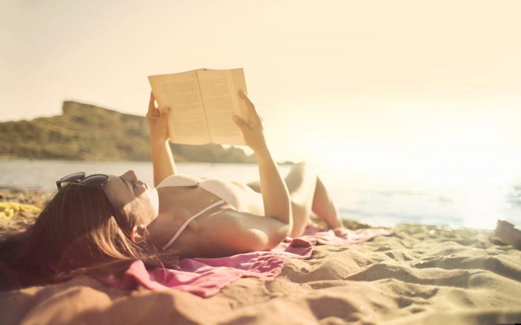 Миф или правда: можно ли похудеть, просто загорая на солнце?