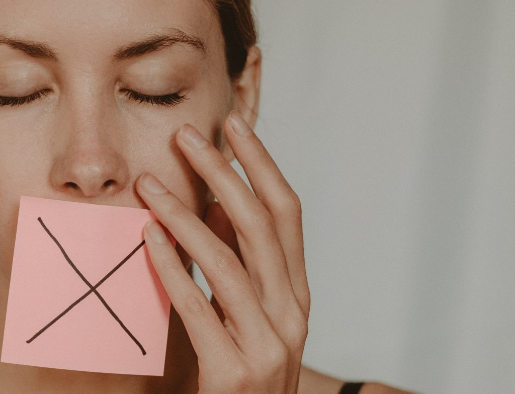 Малоизвестный признак сердечного приступа, который появляется во рту