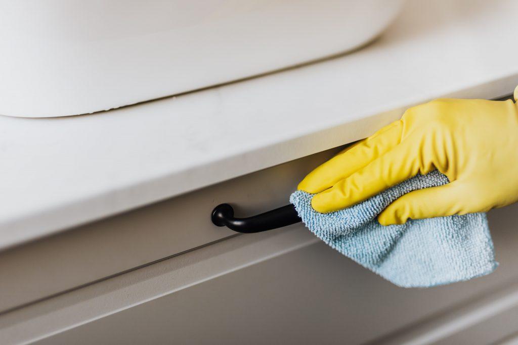 Вы, вероятно, всю жизнь неправильно вытирали пыль в доме