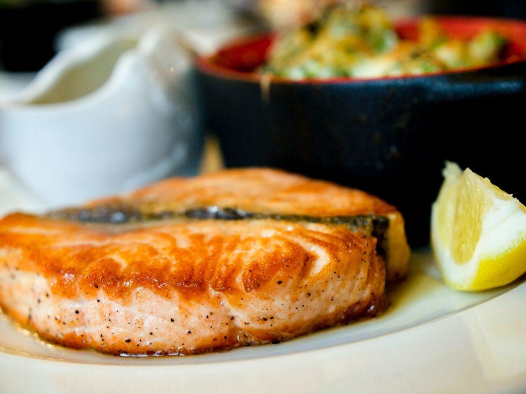 Как приготовить лосось с идеальной хрустящей корочкой