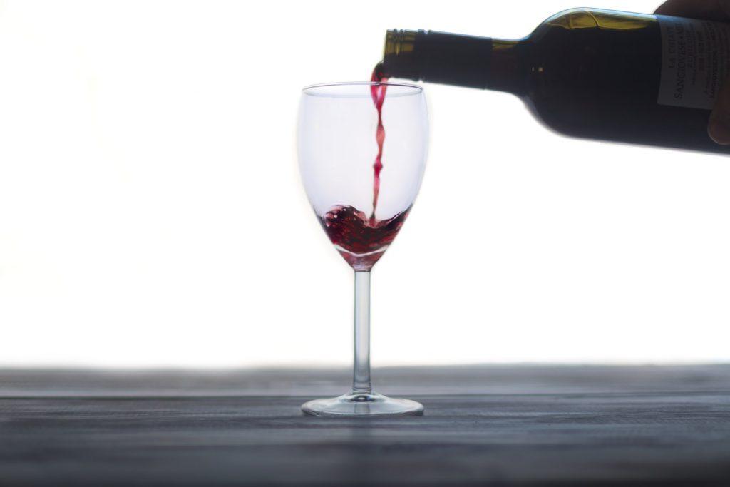 Какое вино перед сном помогает легче сжечь устойчивый жир в теле