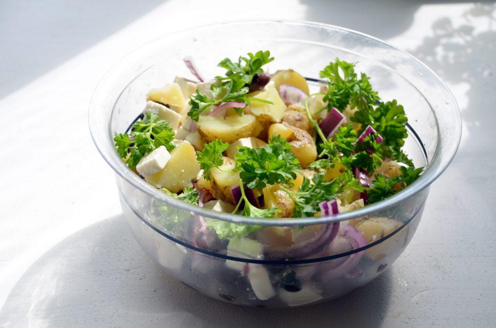 Как приготовить идеальный летний картофельный салат: 5 простых секретов