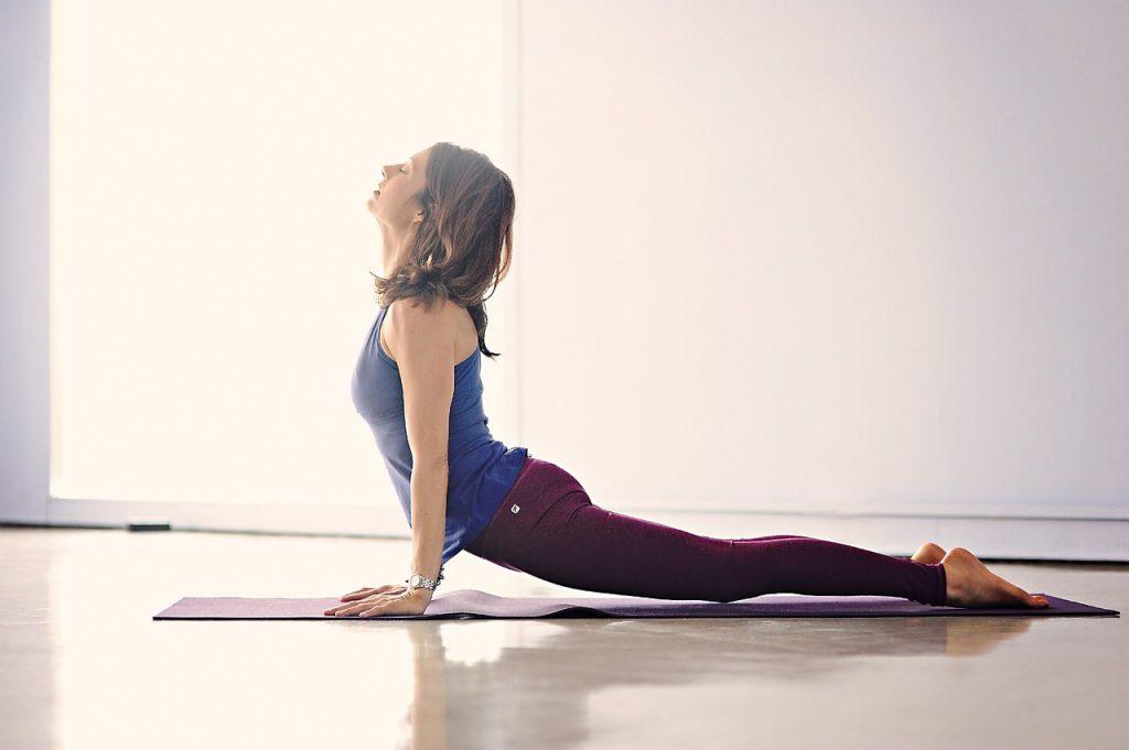 Обязательные упражнения для тех, кто весь день сидит и часто сутулится