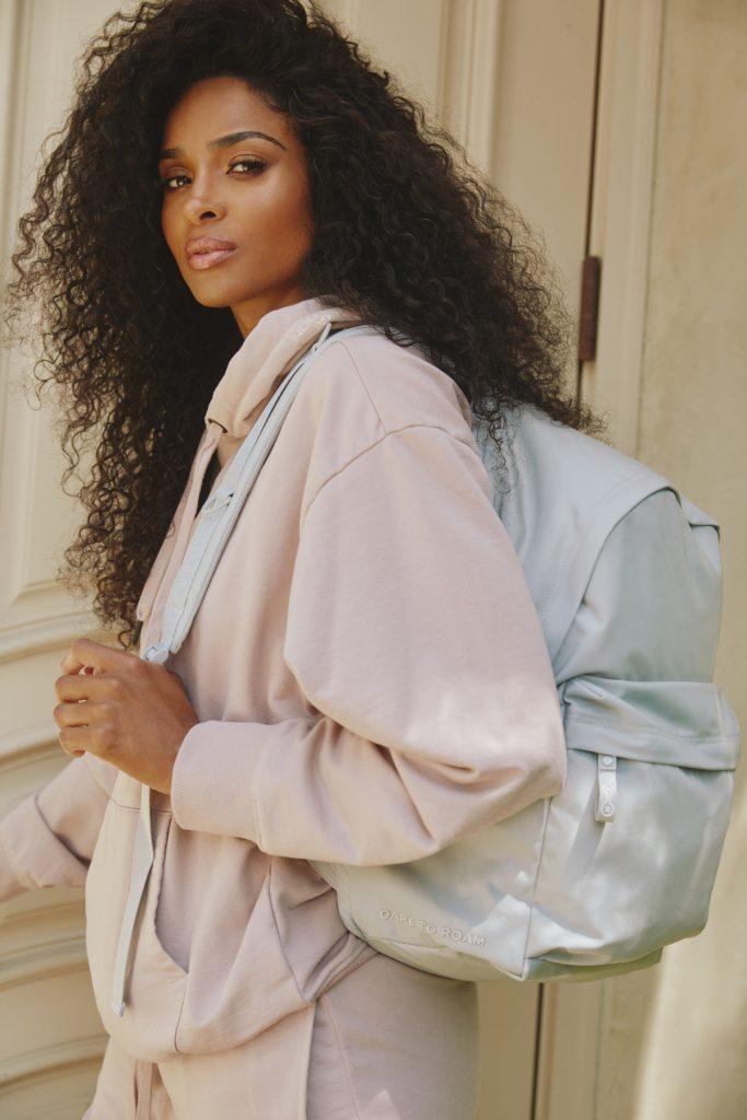 Певица Ciara создала коллекцию противомикробных рюкзаков из эко-материалов