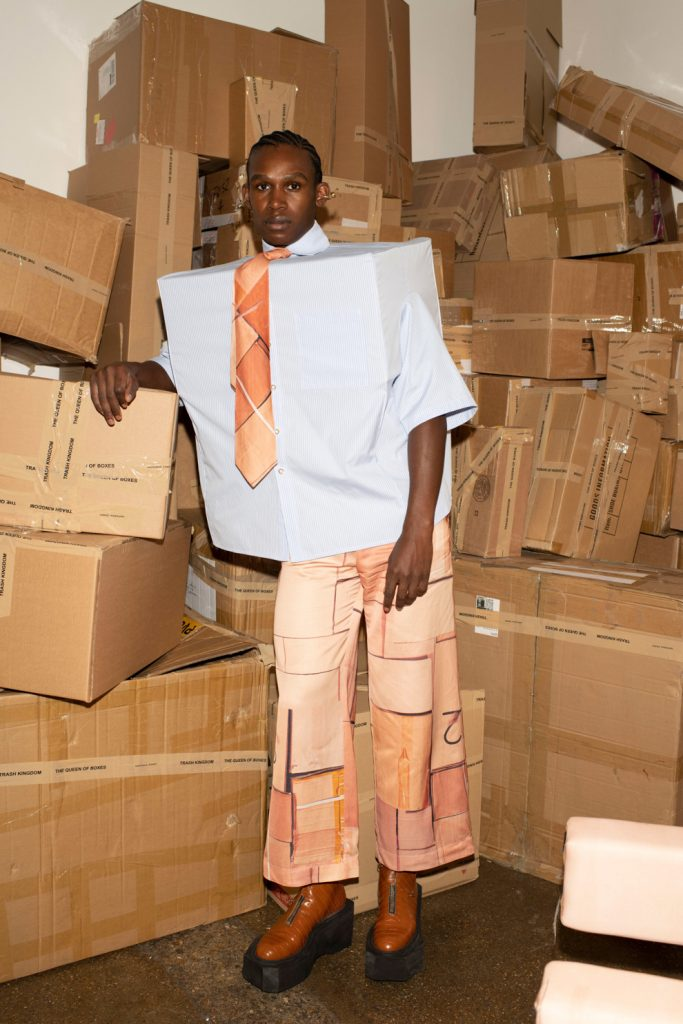 Необычно: Natasha Zinko создали из коробок новую коллекцию одежды