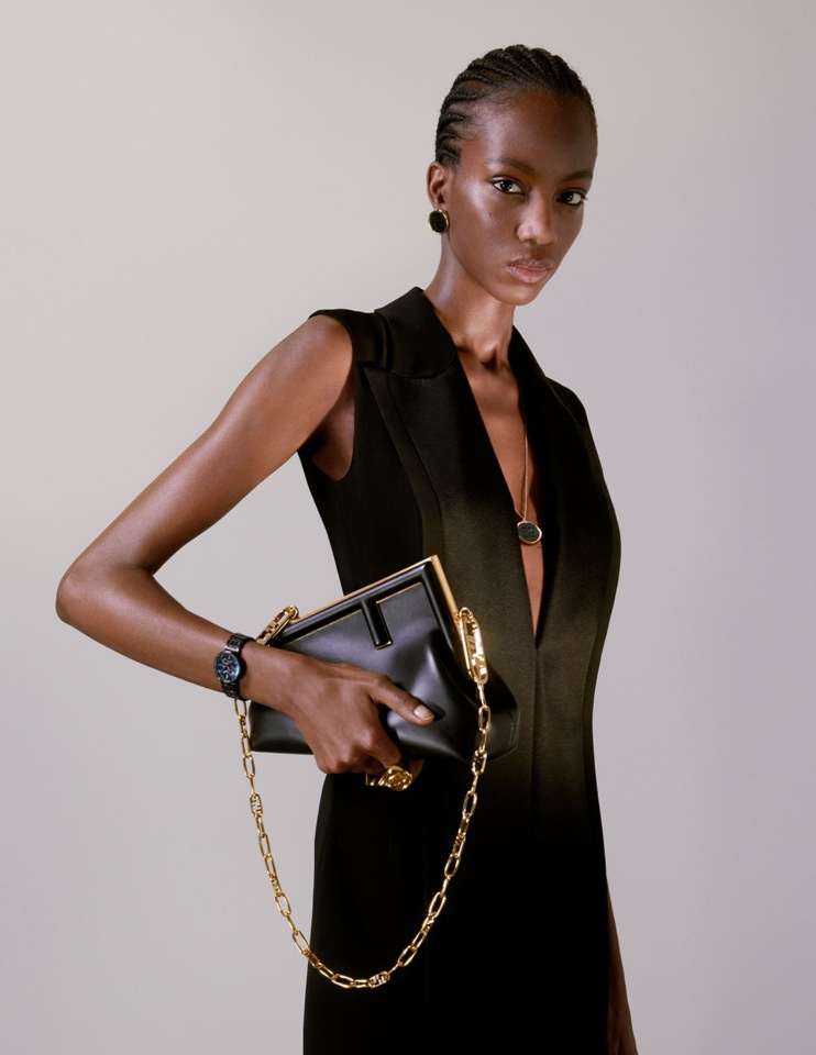 Ким Джонс выпустил первую коллекцию сумок и обуви для бренда Fendi