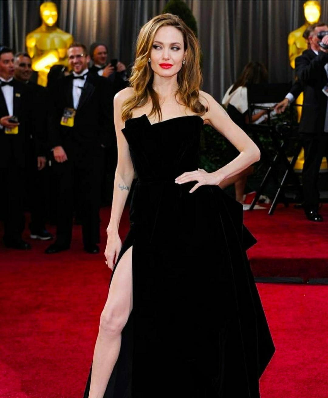 Анджелина Джоли подала в суд через общую винодельню с Питтом