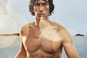 """Звезда фильма """"Звездные войны"""" снялся в сексуальной фотосессии для Burberry"""