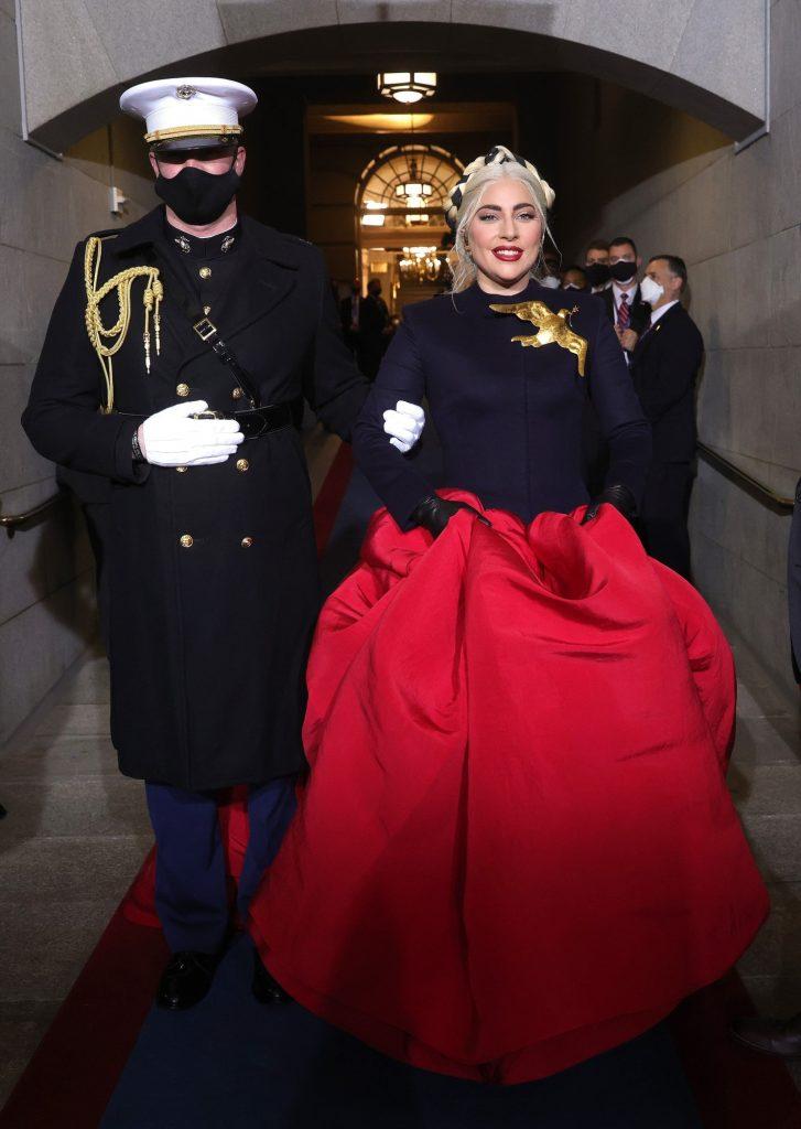 Schiaparelli выпустили в продажу брошь, которую Леди Гага надела на инаугурацию президента США