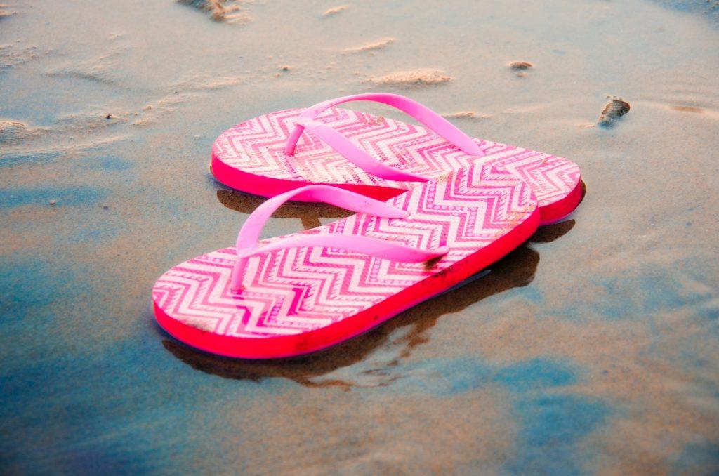 Причина, по которой летняя обувь может в итоге навредить вашим ногам