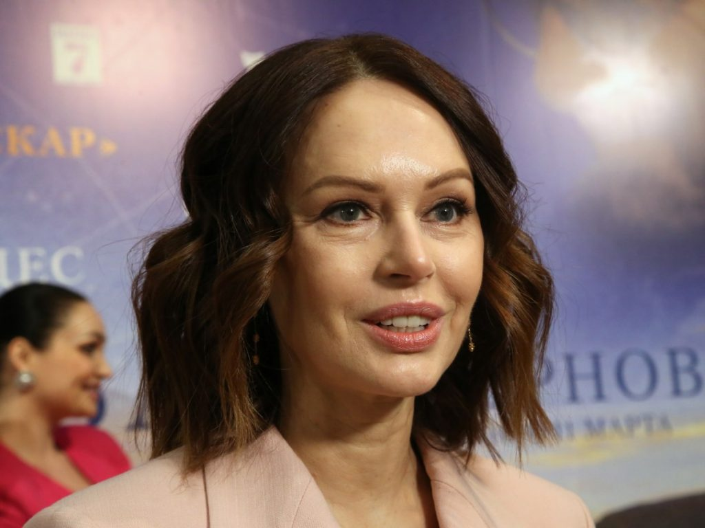 Ирина Безрукова показала честные снимки без макияжа и фотошопа