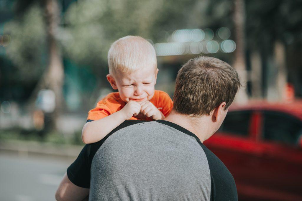 Психолог рассказал, почему нельзя говорить «Всё в порядке», когда ребенку больно