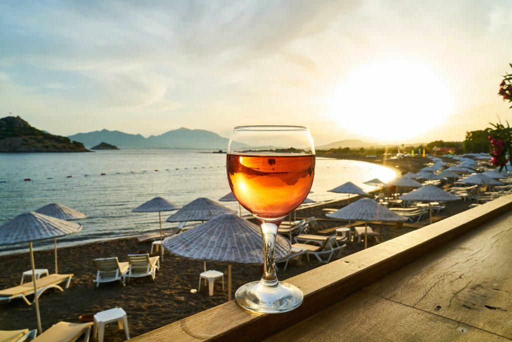 Употребление алкоголя на пляже оказалось опаснее, чем многие думали