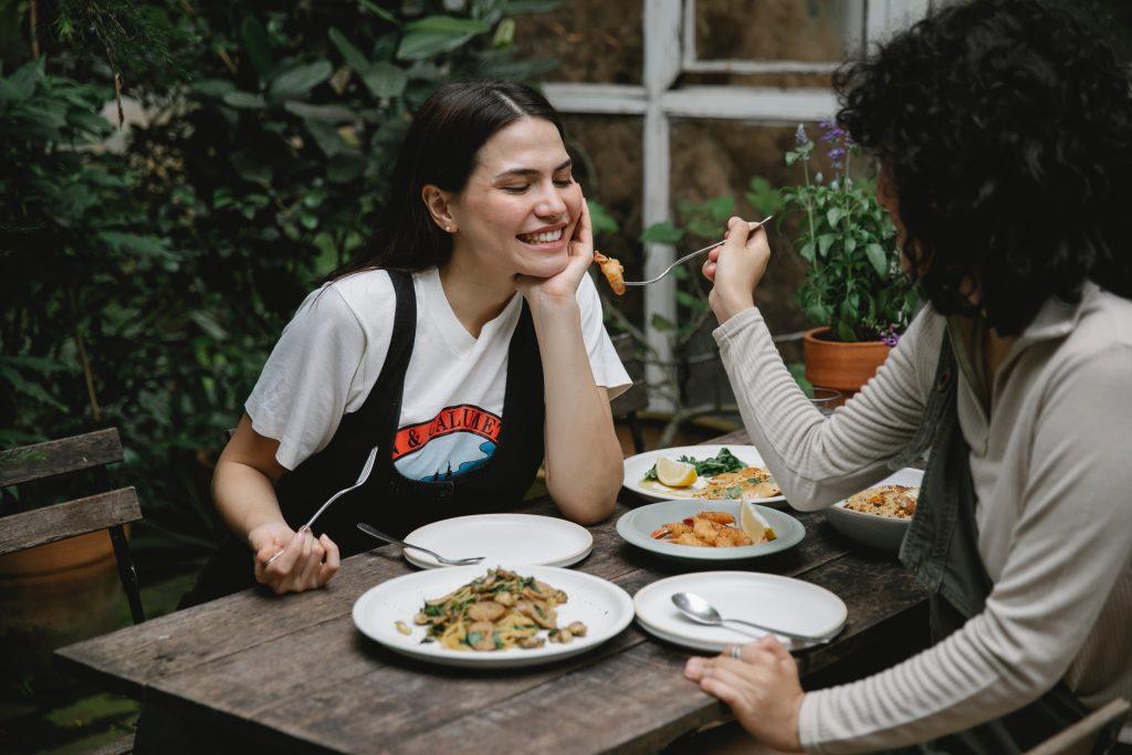 Названо худшее время обеда для худеющих людей, в которое многие как раз и обедают
