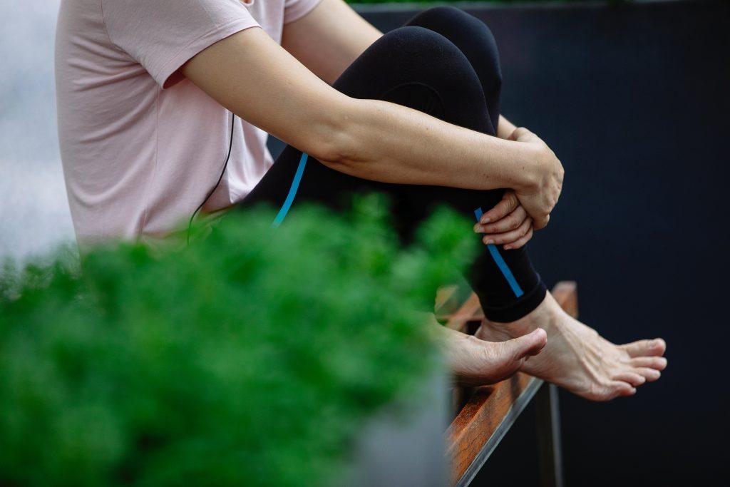 Невероятно простое упражнение, которое проработает и укрепит ваши колени