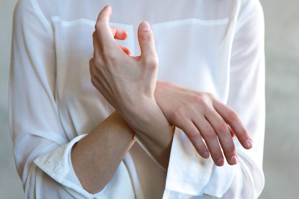 Малозаметный признак на руках, который говорит о заболевании печени