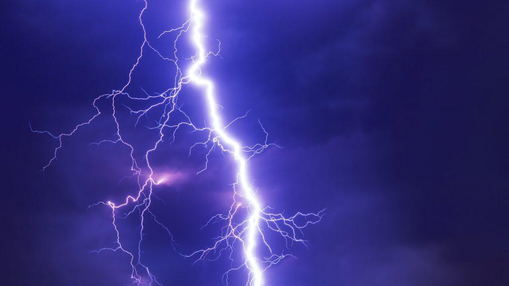 Не только электроприборы: из-за каких вещей в доме в вас может ударить молния