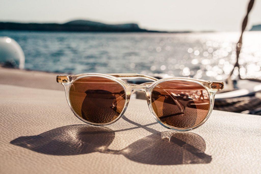 Ношение солнцезащитных очков может быть вредным: в каких случаях?