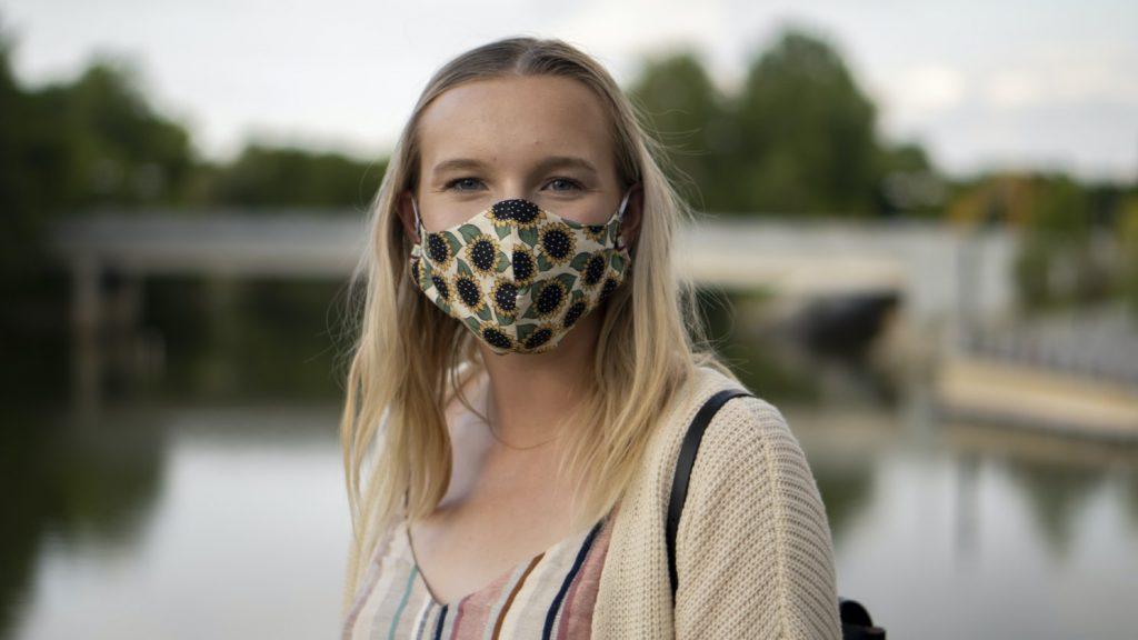 Какие маски носить в жаркую погоду: стала известна самая дышащая ткань