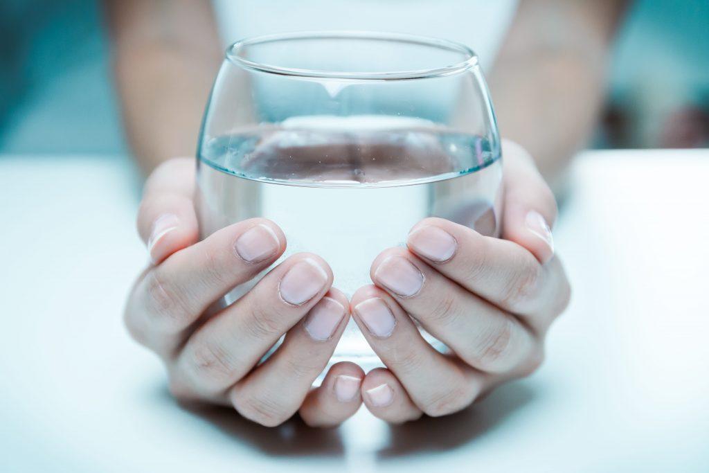 Питьё следующей воды увеличивает риск болезни Паркинсона