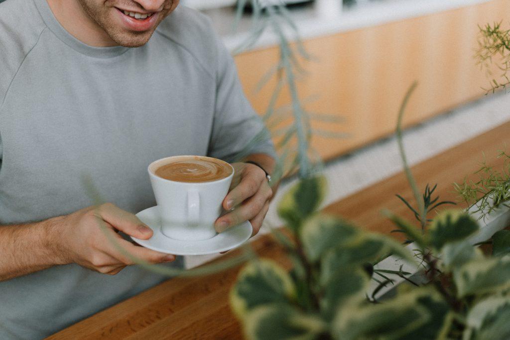Холодный или горячий: какой кофе повышает риск рака пищевода?