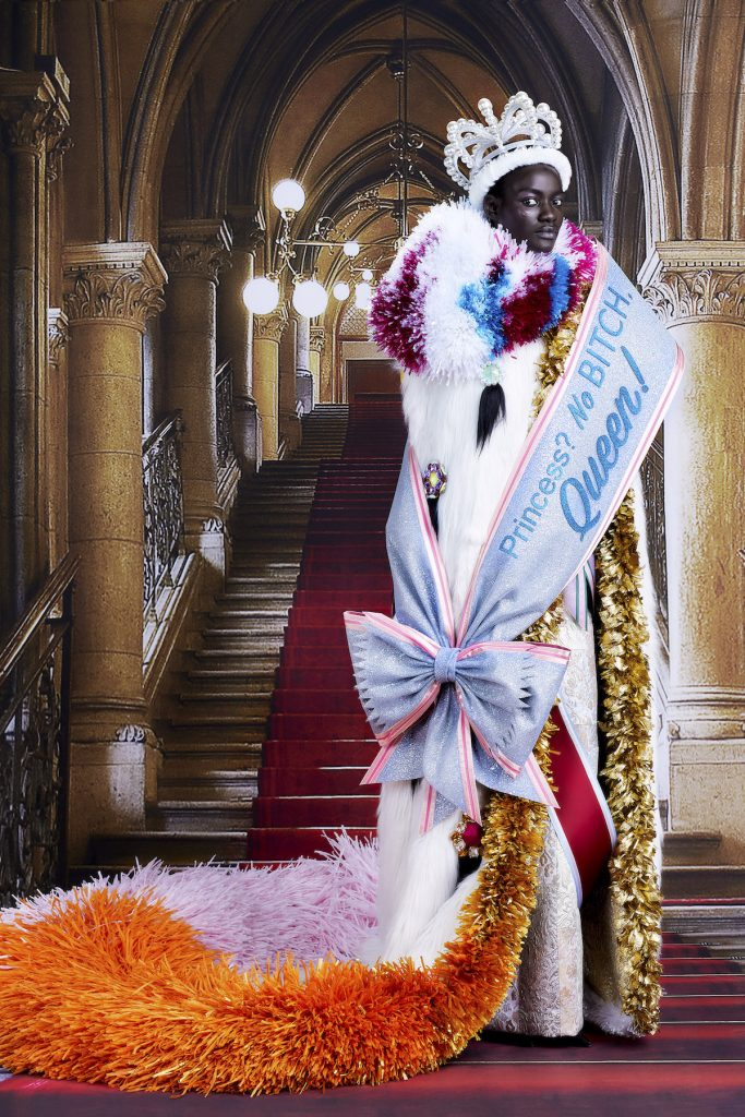 Как одевались бы монархи сегодня: показывает кутюрная линейка VIKTOR & ROLF