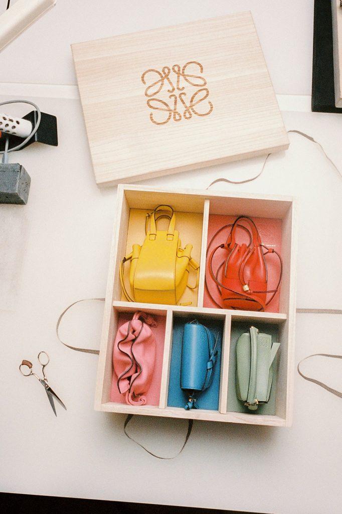 Мечта модника: Loewe выпустили подарочный бокс из 5 сумок