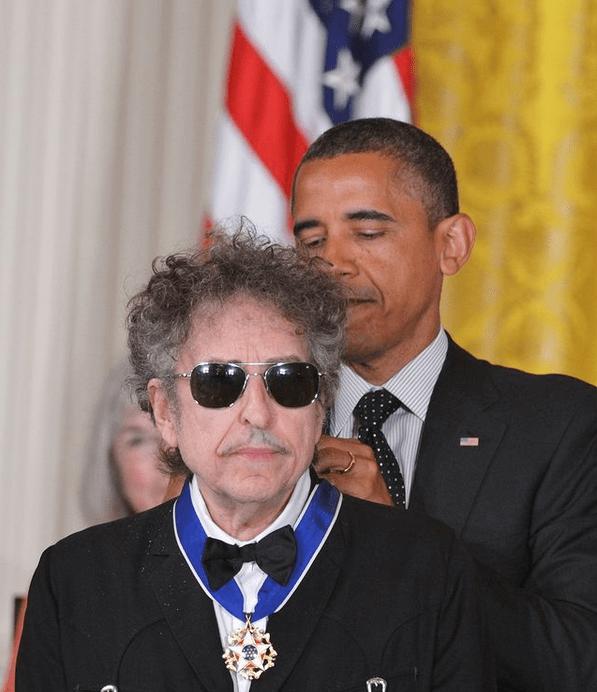 Культового певца и Нобелевского лауреата обвинили в сексуальном насилии над несовершеннолетней