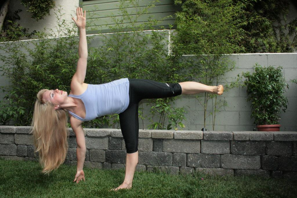 Одна поза из йоги, которая улучшит одновременно пищеварение и кровообращение