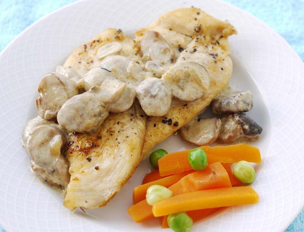 Рецепт нежнейшей курицы с чесночным грибным соусом за 20 минут
