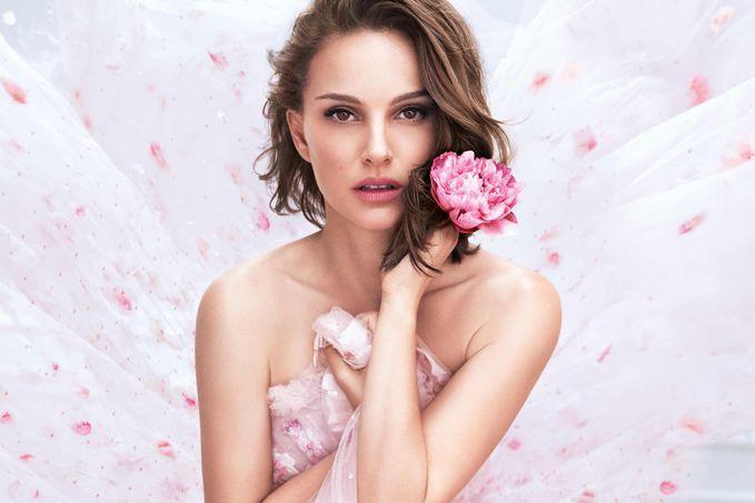 Натали Портман стала лицом обновленного аромата от Dior
