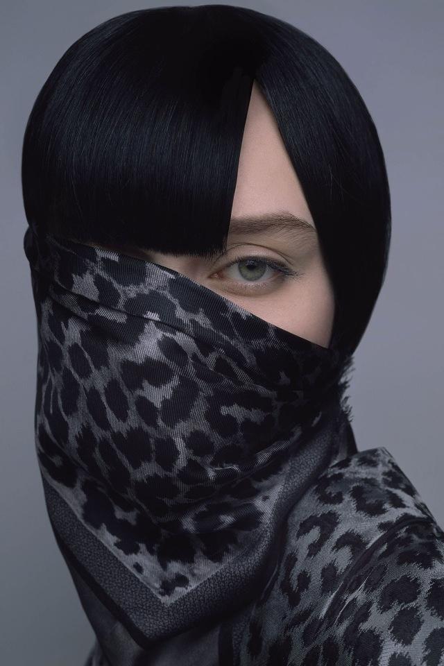 Dior выпустили линейку платков и показали 30 способов, как их носить