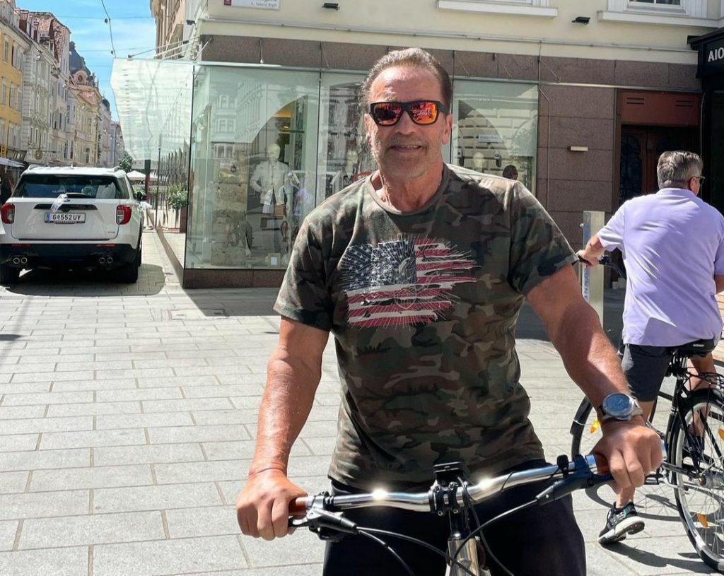 74-летний Арнольд Шварценеггер похвастался подтянутим телом