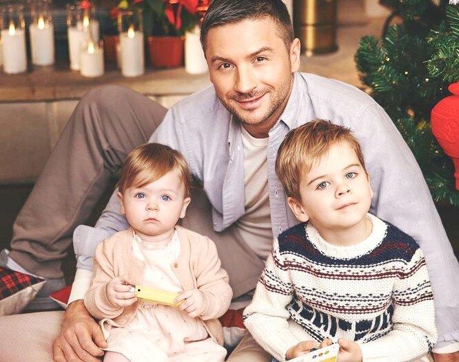 Сергей Лазарев впервые вышел на публику с сыном и дочерью