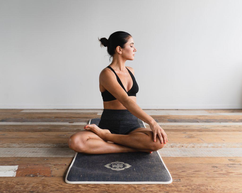Пилатес vs. йога: какая тренировка дает больше преимуществ для фигуры?