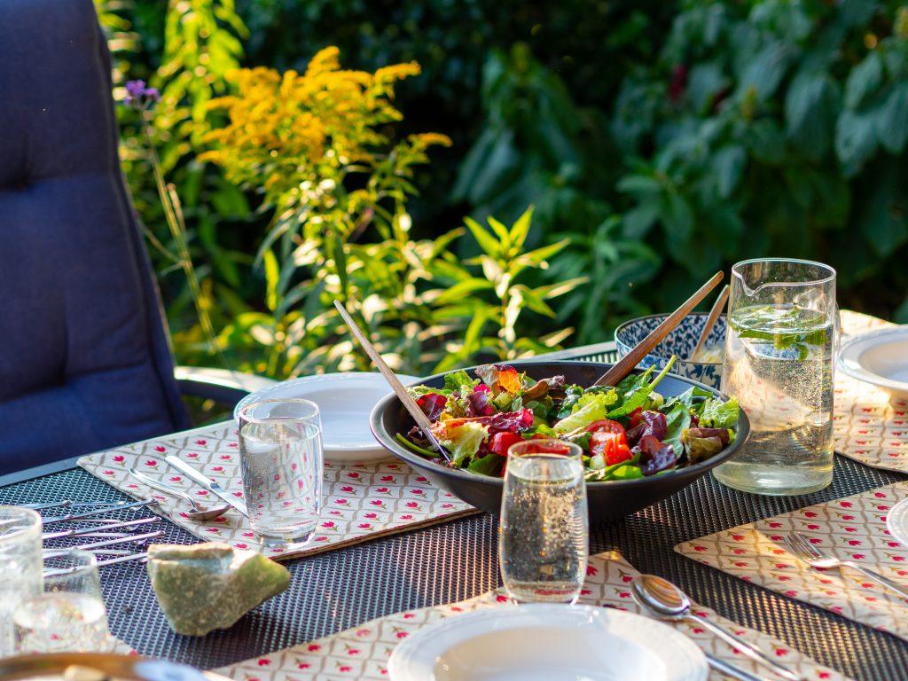 Рецепт заправки из 4 ингредиентов, которая сделает любой салат аппетитным